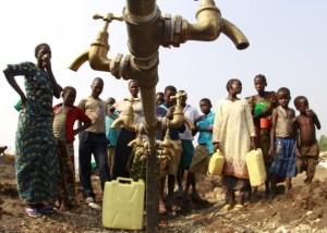 Congolese refugees gather around dry water taps at Bukanga camp, Uganda, July 17, 2013. REUTERS/James Akena