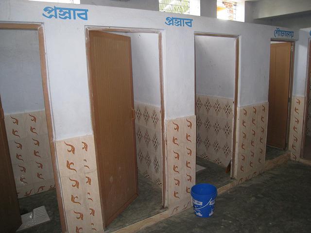 india-school-toilets