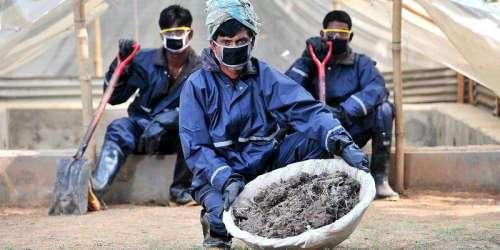 Bangladesh - pit latrine empytiers